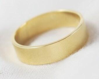 Irish & Ecogold Polished Flat Profile 5mm Wedding Ring