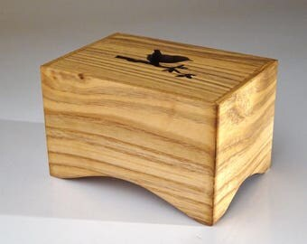 Music box ' Celesta Elegant ' made of wood. Choose your own melody.