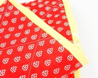 Baby Quilt, Ladybug Quilt, Red Quilt, Handmade Quilt, literie enfant, Toddler Bedding, Canadian Shop, Baby Shower Gift, courtepointe bébé