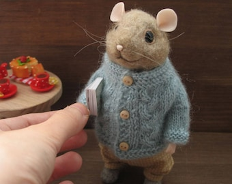 Needle Felted Mouse, Felted Mouse, book, mouse toy, dollhouse, cute felted mouse, felted wool mouse, felted animal, felted mice,brown mouse