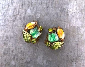 Green glass earrings, clip on earrings, vintage green flower earrings, vintage clip earrings, vintage green earrings, green, green, orange,
