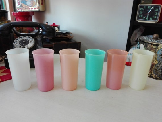 Tupperware set of plastic drinking tumblers. pastel color