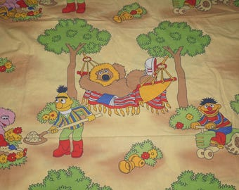Vintage fabric cotton fabric tissu Sesame Street Ernie and Bert