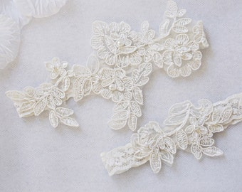 OFF WHITE Wedding Garter Set Customizable Bridal Lace Keepsake And