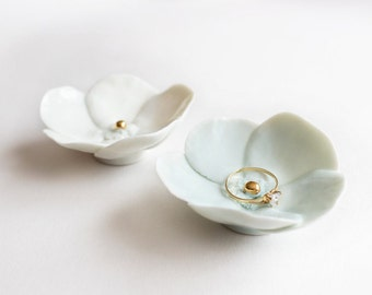 Porcelain Ring Dish Flower - White colour with gold center - Wedding accessory - Decorative dish.