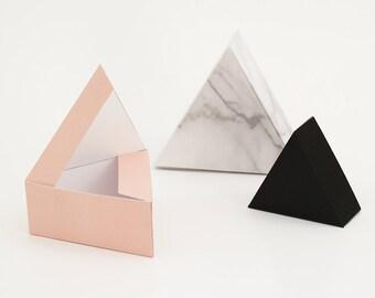 Triangles de boîtes cadeau SNUG. TRIANGLE / 3 PCs.