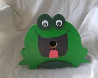 Bullfrog birdhouse