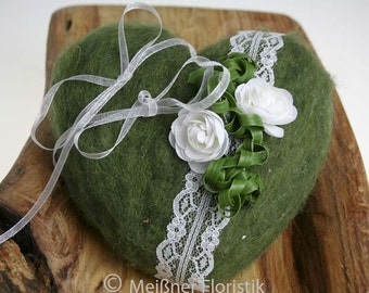Ring cushion heart green white romance