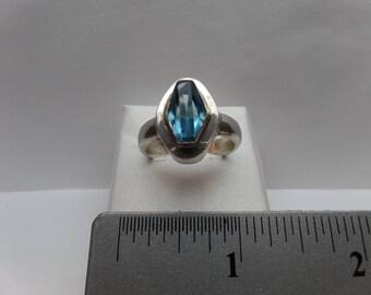 Vintage Sterling Silver Ring w/ Blue Topaz / FDM