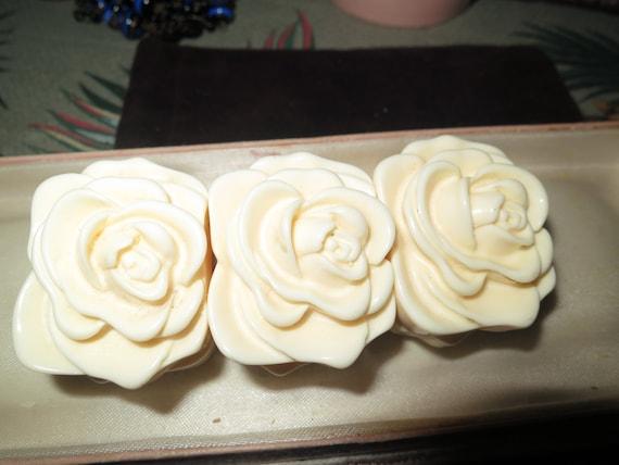 Beautiful vintage carved cream hardened plastic roses bracelet