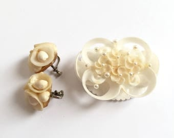Vintage Shells Flower Earrings and Brooch Set From The 1950s