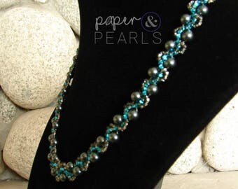 Elegant Pearl Necklace in Tahitian Look
