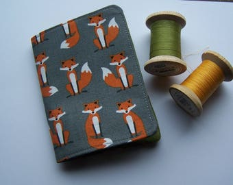 Fox print and felt needle case, needle book, needle minder.  Foxy print needle case.  Gift for crafters, sewing gift, birthday gift