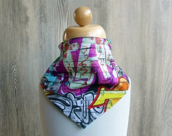 Necktie in graffitilook, colorful spitting cloth, colorful bib, triangle cloth in green or turquoise , bib with graffiti