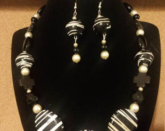 Black & Cream Bon Bon Necklace Set