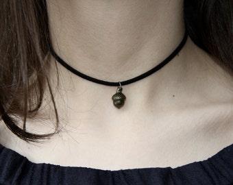 Hidden Kiss - Peter Pan Choker Necklace