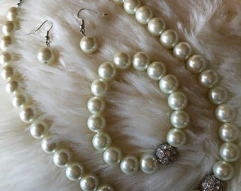 Pearl with silver antique type detailing