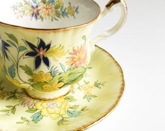 Paragon tea cup, Yellow tea Cup, Paragon Oriental Series Ming,  Fine bone China teacup, Vintage teacup, English teacup, Teacup and saucer