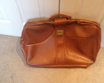 Lovely vintage overnight weekend bag tan travel hipster travel in style festival cool Father's Day gift city chic