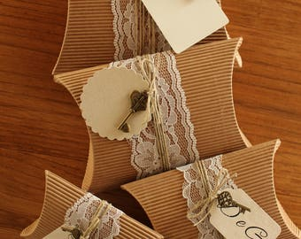 10 avana Boxes, lace, Jute cord, Vintage Key, customizable tags. GiftOspiti-Placeholder.