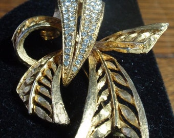 Hattie Carnegie Ribbon Brooch