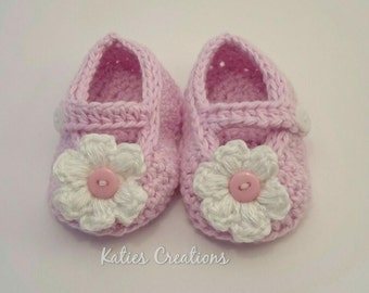Baby shoes. Baby gift Christening gift  Pink shoes Baby girls shoes New baby crochet shoes 0-3 months Infants soft baby shoes flower shoes