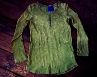 Lovely & unique, hand dyed light natural green 100% cotton longsleeve with buttons size M