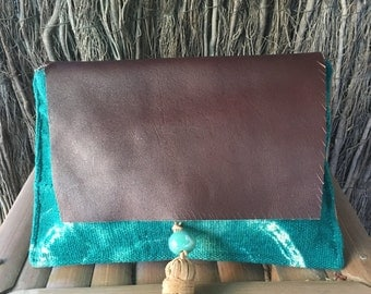 Footrope. Fabric and brown leather clutch