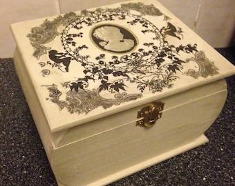 Jewelery/trinket/keepsake box - gift idea