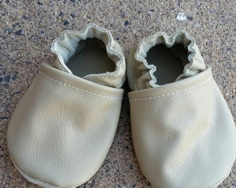 Tan baby shoes, tan infant shoes, nuetral baby shoes, baby shoes girl, baby shoes boy, toddler shoes, soft sole shoes, fall baby shoes