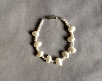 Bracelet of cultured pearls, giant of white color.