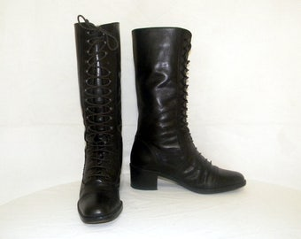 On hold for Marietta. Vintage-Women Sz 6m- black leather lace up granny Boho combat boots.