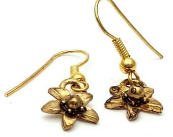 Flower Gold Tone Drop Earrings Vintage from the 90s Cute girl's gift Daisy Country Dance Tiny Mini Small