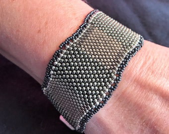 NO 178 Hand Beaded Glass and Silver Bracelet