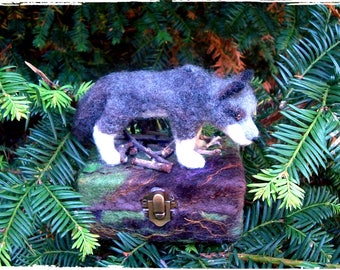Needle felted Wolf,Wolf,grey wolf totem animal sculpture,Wolf box,wolf decorative gift,box treasure,Wild Wolf,trinket box,box for earrings