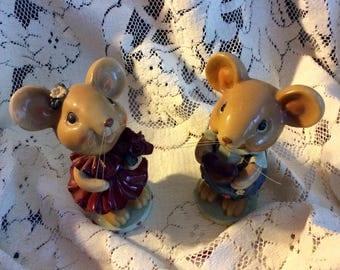 Vintage bobble head mice couple
