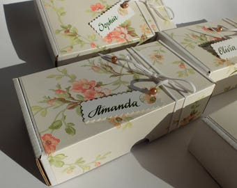 Roses gift box, Set of 4 gift boxes with handwritten name tag, Will You Be My Bridesmaid Box, Vintage flower pattern bridal favor box