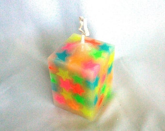 Square candle with fluorescent stars scented blackberry