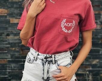Alpha Omicron Pi Comfort Colors Laurel ΑΟΠ Unisex Pocket T-shirt