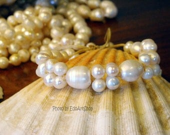 Bracelet with freshwater pearls