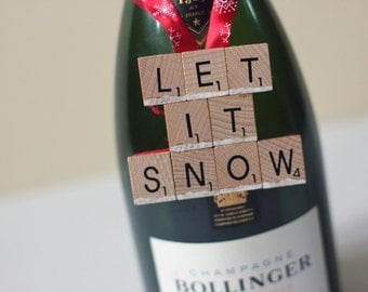 Let It Snow Christmas decoration for Xmas tree, door handles or bottles.