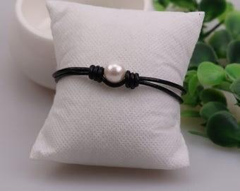 Freshwater Pearl Leather Bracelet,Women Beaded Jewelry,White Pearls Bracelet For Girls Teens,Knotted Leather Jewelry,Three Pearls Wristband