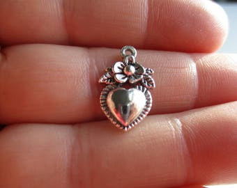 Set of 10 Heart w/flower Charms