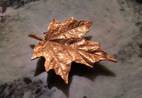 Maple leaf 18 kt gold brooch