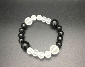 Black-and-White Bracelet .Onyx,Frosted Crystal,yinyang,bi-color,zen,Japanese Bracelet