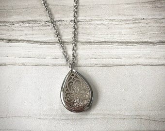 Essential Oil Diffuser Jewelry Necklace with felt pad. Stainless steel! Young Living, Doterra oils, holistic aromatherapy!!