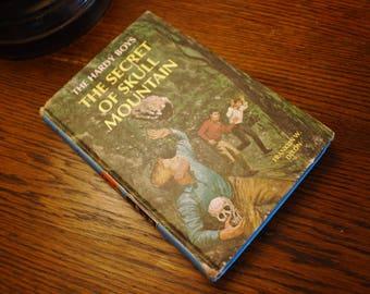 The Hardy Boys 27 The Secret of Skull Mountain Volume 27 Franklin W. Dixon 1966 Classic Vintage Hardy Boys