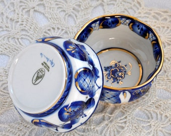 Set of two cups of salad. Gzhel. Two cups. Salad bowl. Russian style. Hand-painted. Colours: blue and gold.