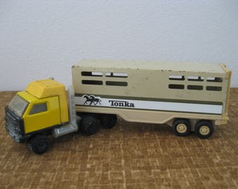 Vintage TONKA Toy Pressed Metal Horse Trailer Carrier 811974-A and Truck