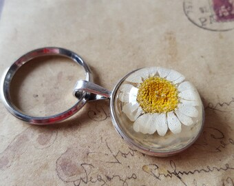 Key ring with genuine Daisy